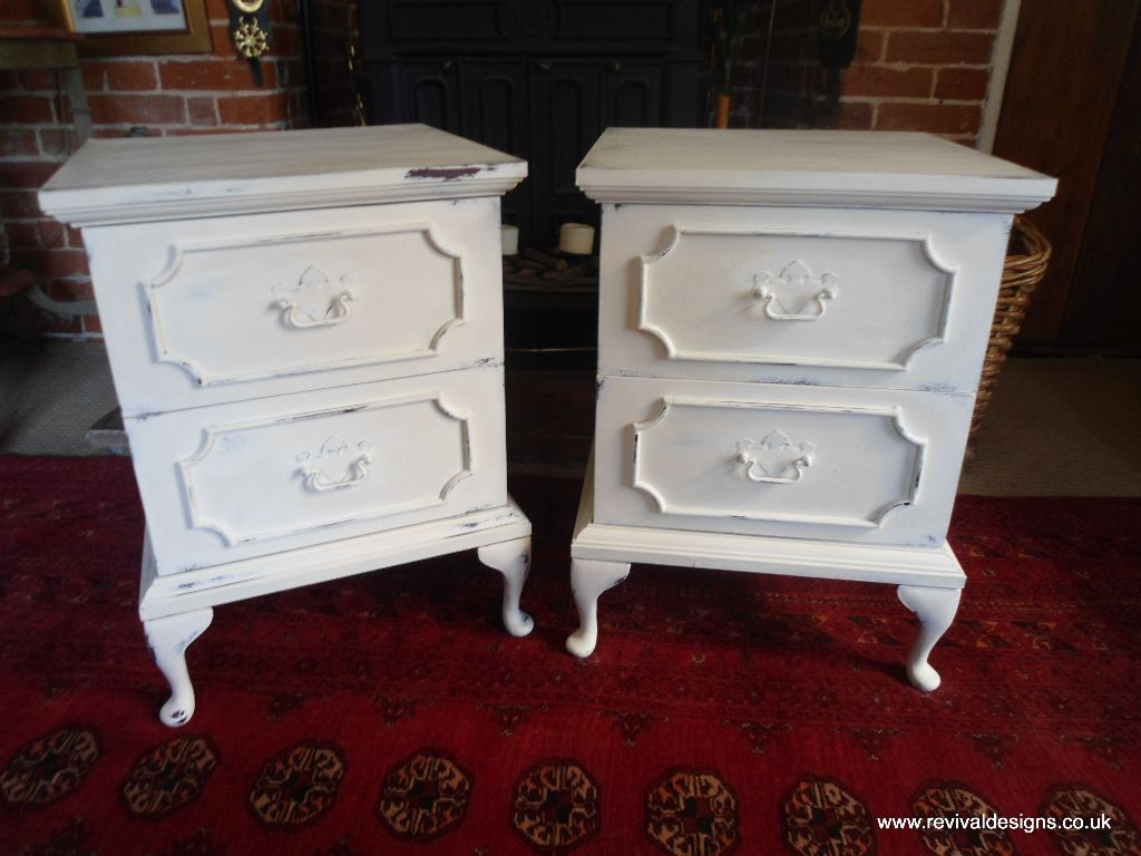 Superbe Pair Of Matching Cream Bedside Tables