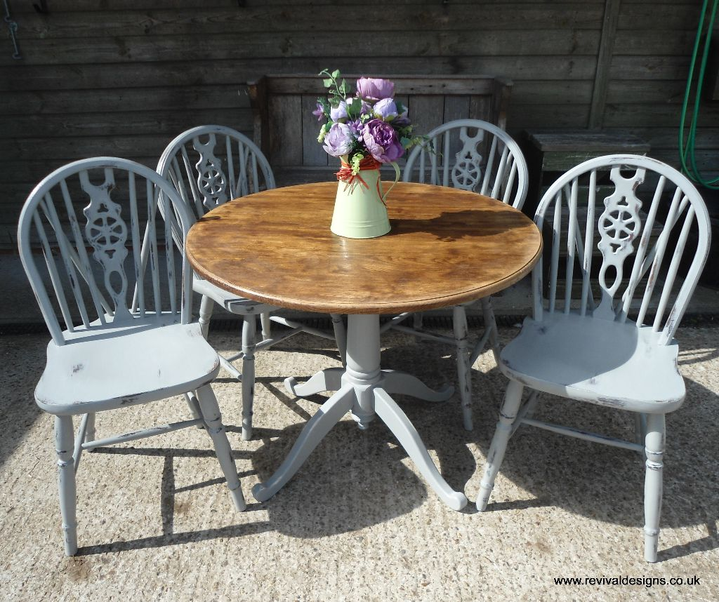 Solid pine round kitchen dining table with 4 chairs for Kitchen table with 4 chairs